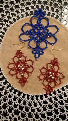 Orecchini rosso bordeaux.  Ciondolo blu elettrico.