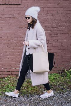 fall / winter - street style - street chic style - winter outfits - casual outfits - comfy outfits - white fuzzy beanie + pale pink fuzzy coat + white t-shirt + black skinny jeans + white sneakers + clubmaster sunglasses + tote bag