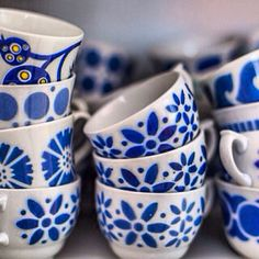 Mina blåvita Arabia koppar. Kitchenware, Tableware, Fun Cup, Blue China, Colour Board, Scandinavian Home, Marimekko, Color Azul, Porcelain Ceramics