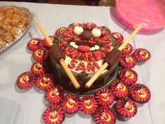Animal drummer cake