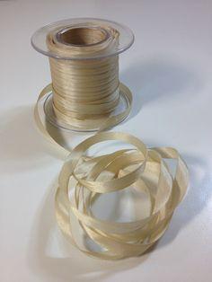 Promoción cinta de seda, 3m x 1€. Cinta de seda de 4mm con un extraordinario brillo, de tacto muy suave y de fácil manejo para realizar cualquier bordado de fantasía en 3 dimensiones. http://www.telasytentaciones.com/es/inicio