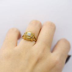 Baautiful old ring in solid yellow gold 750 gold 18k by OmniEva