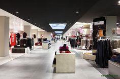 dan pearlman designed the 'Karstadt Store Concept' in Munich, Germany. http://en.51arch.com/2013/04/i050-karstadt-store-concept/