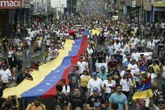 """Gobierno venezolano admite """"excesos policiales"""" en represión a protestas contra Maduro CARACAS (Reuters) - La fiscal general de Venezuela admitió el domingo """"excesos"""" de las fuerzas de seguridad durante la represión a las protestas contra el gobierno socialista de Nicolás Maduro, que han dejado 34 fallecidos y cientos de heridos. El Estado había negado tajantemente el maltrato de ciudadanos indefensos brutalizados por la gendarmería oficialista. Reuters"""