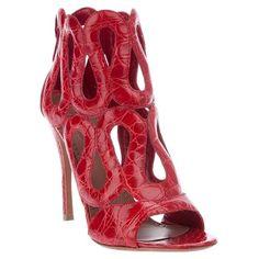 Tous - Azzedine Alaïa Sandale En Crocodile - Biondini Paris ❤ liked on Polyvore featuring shoes, sandals, scarpe, crocodile print shoes, crocs shoes, crocodile shoes, crocs sandals and croco shoes