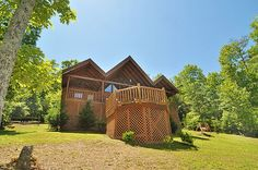 Heavens View - Delightful two-bedroom log cabin for rent that is located in Brothers Cove Resort just outside Pigeon Forge in Wears Valley/Walden Creek area. Brothers Cove has a swimming pool, and a nice picnic area with awesome views of the Great Smoky Mountains.