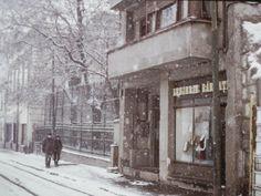 Romania 1984-1986 vazuta din ambasada SUA | Muzeul de Fotografie Bucharest, Socialism, Romania, Find Image, Black And White, Travel, Outdoor, Vintage Art, Buildings