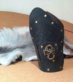 Dragon Leather bracer black. Medievalelvenlotrherr von Elbengard