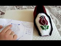This Pin was discovered by Ayd Bobble Crochet, Tunisian Crochet, Crochet Shoes, Crochet Slippers, Slouchy Hat, Beanie, Bare Foot Sandals, Crochet Accessories, Free Pattern