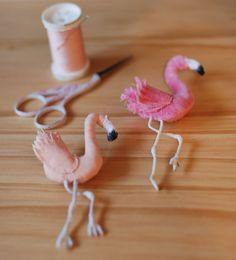 Pink flamingo brooch - broche sewing pattern