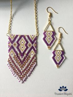 Finery Model MEJ with pearls Miyuki delicas . Seed Bead Earrings, Beaded Earrings, Beaded Jewelry, Seed Bead Patterns, Beading Patterns, Handmade Necklaces, Handmade Jewelry, Bead Loom Bracelets, Beaded Bags