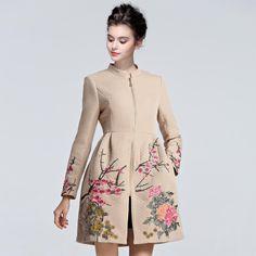 Купить товар2015 высокого класса женщин и американский большие дворы несколько процесс вышивка длинные полный куртки с длинными рукавами D058 в категории Шерсть и сочетанияна AliExpress. Европе и Соединенных Штатах большого красивое платье 2015 высокого класса женщин европейских и американских большие двор
