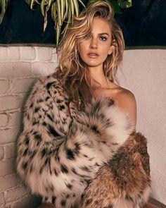 in the fur Fur Fashion, High Fashion, Womens Fashion, Instagram Models, Photo Instagram, Fox Fur Coat, Fur Coats, Fur Jacket, Mantel