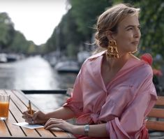 Villanelle on Killing Eve season 2 in a pink Rosie Assoulin blouse and vintage gold Christian Lacroix earrings Bbc America, Christian Lacroix, Parks, Under Armour, Female Villains, Arizona Robbins, Sandra Oh, Jodie Comer, Masculine Style