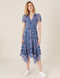 Savvy storage solutions for small spaces Blue Dresses, Summer Dresses, Floral Chiffon Dress, Women's Evening Dresses, Dress Collection, Bridal Dresses, Short Sleeve Dresses, Style Inspiration, Neckline