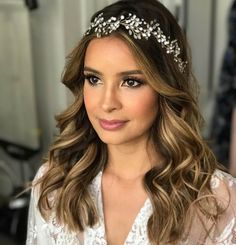 ideas bridal makeup peach wedding hairstyles for 2019 - Wedding Makeup Celebrity Sleek Hairstyles, Hairstyle Look, Hairstyles For Round Faces, Bride Hairstyles, Down Hairstyles, Lob For Thin Hair, Long Layered Hair, Long Hair Cuts, Bridal Makeup