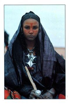 Africa: Tuareg Berber girl with indigo dyed skin, Niger