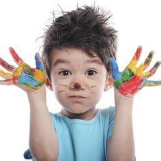 Nombrar la gran variedad de colores que percibimos no es tarea fácil, pero con juegos sencillos y un poco de constancia tu hijo reconocerá pronto todo el arco iris ¡y más!