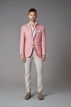 Spring business casual inspiration with a white button up shirt pink window pane blazer patterned pocket square sand trousers gray tassel loafers Blazer Pattern, Summer Suits, Facon, Mens Clothing Styles, Men Casual, Casual Menswear, Leather Jacket, Costume, Mens Fashion