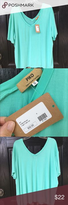 NWT Piko teal short sleeve tee NWT. Purchased at Twill, a boutique in Greenville, SC but I haven't worn it. Beautiful teal color. This top is super soft and oversized. It looks great with leggings, shorts, or even as a cover-up. 95% bamboo 5% spandex. Length is 27 inches and armpit to armpit measures 25 inches across. Thanks for looking. Piko Tops Tees - Short Sleeve