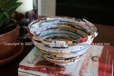 Idea: Bol (u otra cosa, he visto también cajas redondas) hecha con tiras de revistas