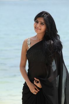 samantha-ruth-prabhu-hot-photos-in-black-saree (5)