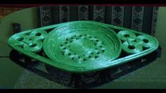 Fuente decorativa, you tube- How to make a newspaper colourful fruit bowl or tray (UNIQUE)