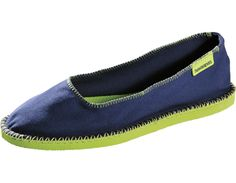 The original flip flop sole with a classic ballerina shape. These shoes are a true winner with a coveted slip-on design. Flats, Sandals, Ballerina, What To Wear, Flip Flops, Espadrilles, Navy Blue, Slip On, Comfy