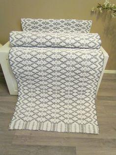 ! Floor Cloth, Rag Rugs, Woven Rug, Scandinavian Style, Handicraft, Rugs On Carpet, Loom, Weave, Hand Weaving