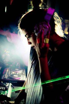 Home Music, Dj Music, Music Cover Photos, Music Covers, Aesthetic Images, Aesthetic Girl, Dj Hits, Dj Techno, Girl Dj
