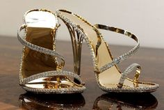 Sandalias  de Christopher Michael Shellis con 2200 diamantes se 30 kilates .