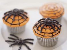Spiderweb Cupcakes recipe from Betty Crocker