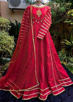 Beautiful Pakistani Dresses, Pakistani Formal Dresses, Pakistani Dress Design, Pakistani Outfits, Indian Dresses, Indian Long Frocks, Fancy Wedding Dresses, Designer Party Wear Dresses, Wedding Outfits