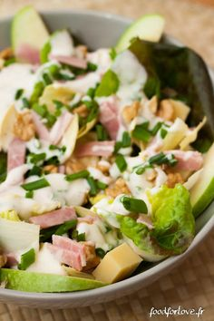 Eat fast, Eat well: Endive Salad with Nuts, Comté, Ham and Granny, Creamy Chive Sauce - Food for Love - - Eating Fast, Clean Eating, Healthy Dinner Recipes, Healthy Snacks, Sauce Crémeuse, Salad Sauce, How To Cook Quinoa, Healthy Cooking, Food Inspiration