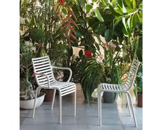 Driade Chaise Pip-e - couleur lavande Philippe Starck, Outdoor Dining Chairs, Dining Chair Set, Outdoor Furniture, Outdoor Decor, Dining Room, Blue Armchair, Design Bestseller, Tropical Decor