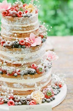 Credit: Alexandra Vonk Photography - taart, geen persoon, nagerecht, crème, tafelsuiker, heerlijk, zelf gemaakt, eten, gebak, viering, feest, ornament, bes (botanisch), snack, bakkerij, snoepgoed, huwelijk (ritueel) #themedcakes