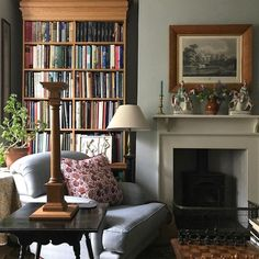 A color pattern can establish the tone for your living-room. Locate a fresh look for your room with these color mixes and living area paint suggestions. Living Room Designs, Living Spaces, Living Area, Living Room Decor Colors, Decor Room, Room Art, Cosy Home, Living Room Decor Traditional, Tadelakt