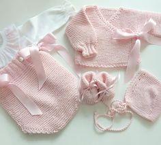 Baby Cardigan Knitting Pattern Free, Baby Sweater Patterns, Baby Knitting Patterns, Baby Patterns, Hand Knitting, Baby Boy Dress, Baby Vest, Baby Girl Crochet, Crochet For Kids