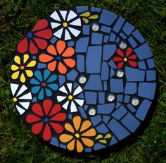 41 Ideas diy outdoor art stepping stones for 2019 Mosaic Garden, Mosaic Art, Mosaic Glass, Glass Art, Mosaic Stepping Stones, Mosaic Flowers, Homemade Art, Mosaic Madness, Tile Projects