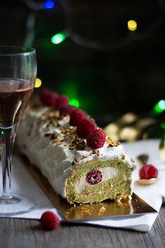 Chic, chic, chocolat...: Bûche roulée à la pistache, chocolat blanc et framboises