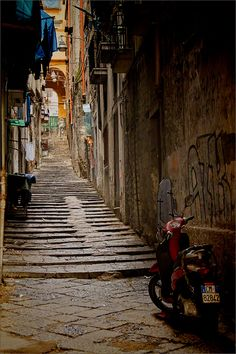 Back Street, Naples, Italy.....hmmmm, someday... If I could just conquer the fear of the flight:(