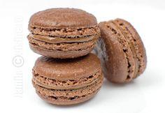 Macarons cu ciocolata - reteta video Cookie Desserts, Gluten Free Desserts, Sweets Recipes, Macarons, Chocolate Macaroons, Baked Doughnuts, Romanian Food, Romanian Recipes, Recipe For 4