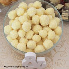 Raffaello balls for candy bar table Mocca, Balls, Goodies, Candy, Breakfast, Sweet, Food, Cook, Recipes