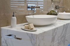 Declutter your bathroom and add in some stylish but simple accessories. #bathroom #stylish #declutter