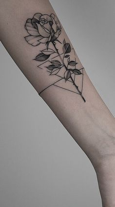 200 Fotos de tatuagens femininas no braço para se inspirar - Fotos e Tatuagens Dream Tattoos, Future Tattoos, Love Tattoos, Beautiful Tattoos, Small Tattoos, Tattoos For Women, Wrist Tattoos, Arm Tattoo, Tattoo Life