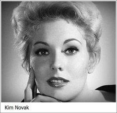 Kim Novak Chicago, 13 febbraio 1933 attrice statunitense.