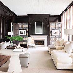 Alyssa Rosenheck Interior Photography for Elle Decor Black Rooms, Black Walls, Living Room Designs, Living Room Decor, Living Spaces, Living Rooms, Elle Decor, Bookshelf Styling, Bookshelves