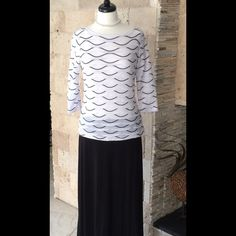 """Selling this """"White and black 3/4 sleeve"""" in my Poshmark closet! My username is: tberes103. #shopmycloset #poshmark #fashion #shopping #style #forsale #Tops"""