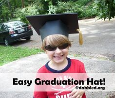 Paper graduation hat that is easy to make. Great for kindergarten or preschool graduation or end of the year school project for school!