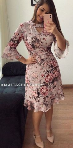 Pinned onto 2018 winter outfits Board in 2018 winter outfits Category Modest Dresses, Elegant Dresses, Cute Dresses, Vintage Dresses, Casual Dresses, Short Dresses, African Attire, African Fashion Dresses, African Dress